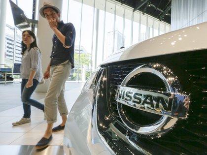 Para posibles fallas de encendido, se deben revisar un poco más de 99,000 automóviles comercializados por Nissan en México (Foto: EPA / KIMIMASA MAYAMA)