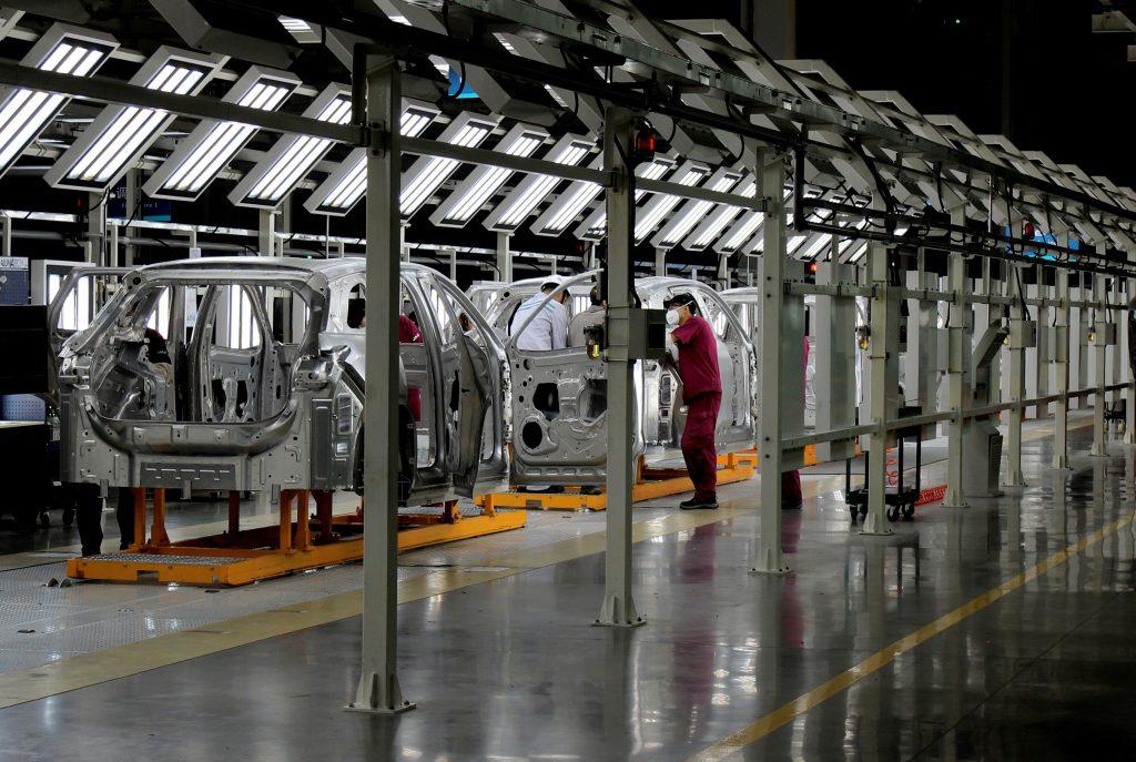Profeco llama a la revisión de casi 100,000 vehículos Nissan por posibles fallas