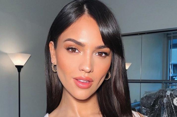 Eiza González alardeaba de sus voluminosos labios, pero borró su foto después de duras críticas.