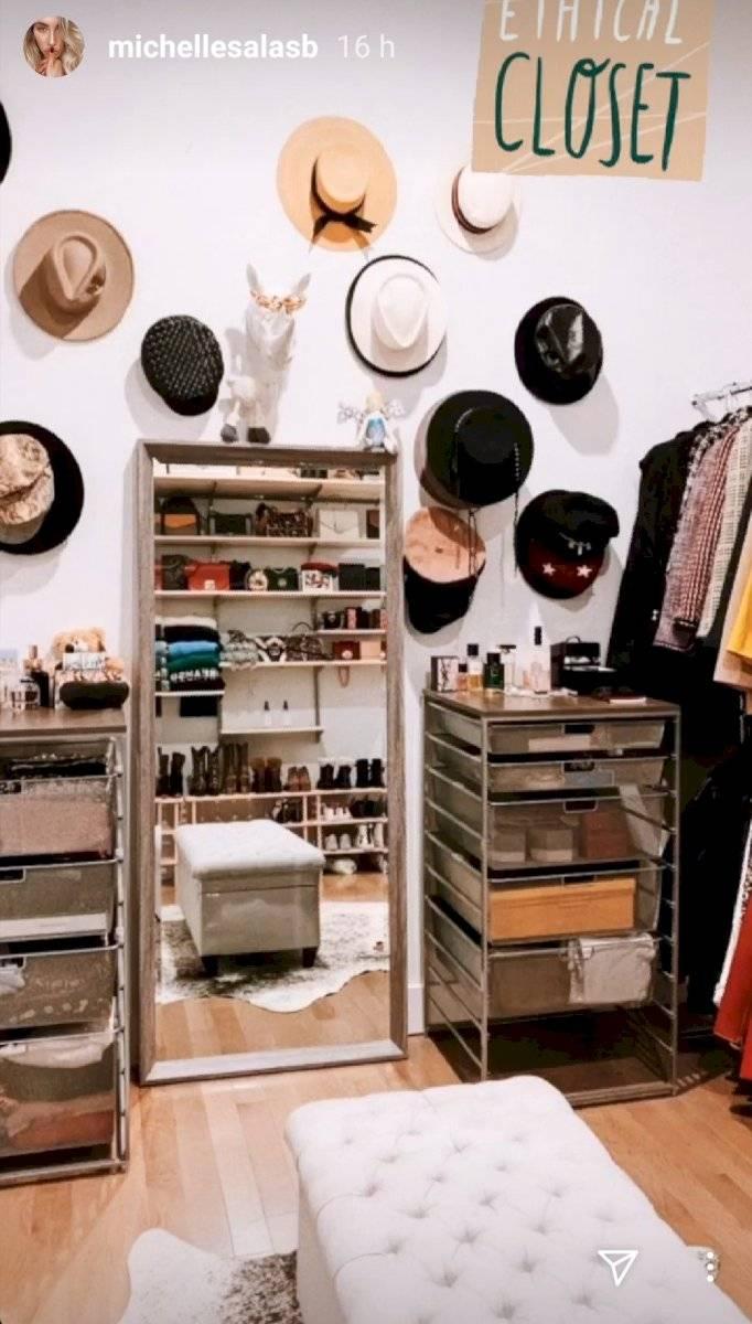 Michelle Salas abrió las puertas de su lujoso apartamento en Nueva York y muestra su colección de zapatos de marca