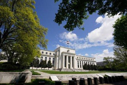 FOTO DE ARCHIVO: El Edificio de la Reserva Federal en Washington.  1 de mayo de 2020. REUTERS / Kevin Lamarque