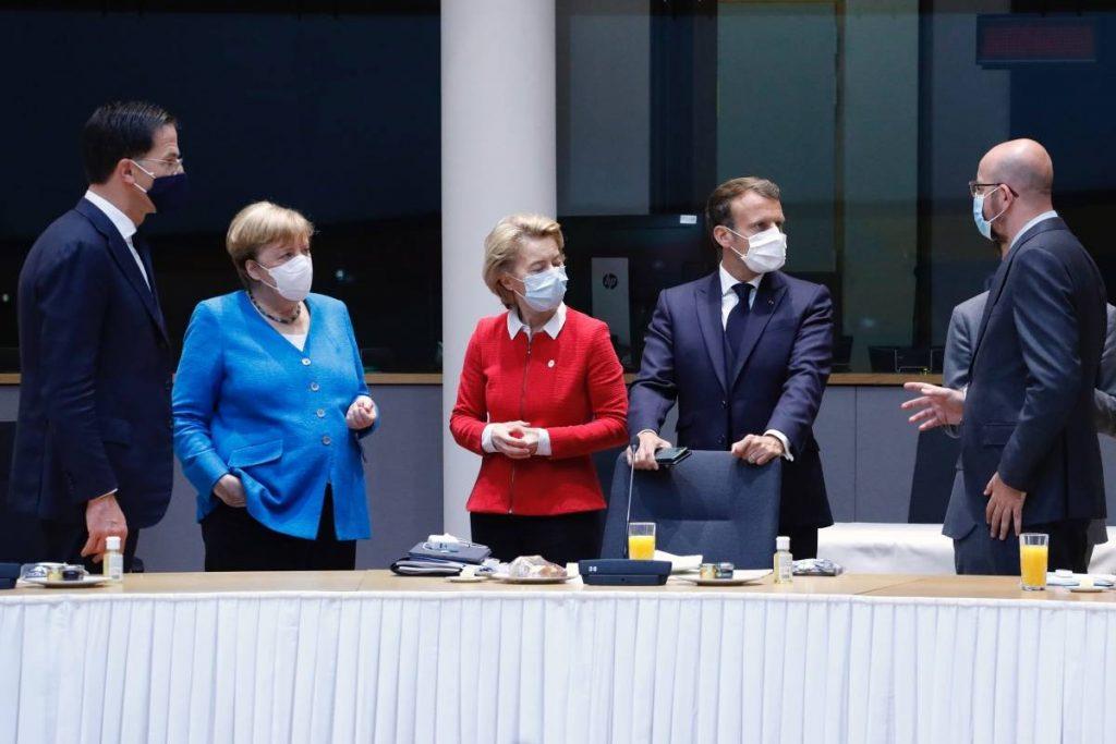 Cumbre de la UE.- Los líderes se reúnen nuevamente este domingo en un tercer día de negociaciones sobre el fondo europeo