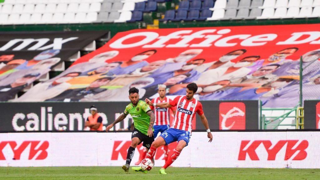 Las infecciones por COVID-19 obligan a una histórica tarjeta triple de Liga MX el lunes