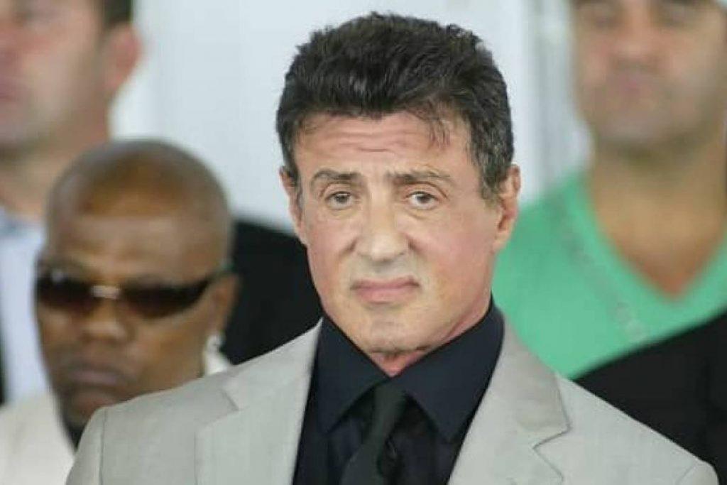 Sylvester Stallone luce un cambio irreconocible en su musculoso cuerpo a los 74 años