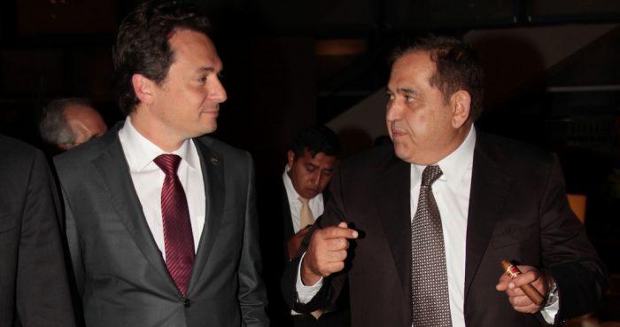 Imagen correspondiente al 12 de septiembre de 2013, en la que Emilio Lozoya, quien en esos días estaba a cargo de Pemex, y Alonso Ancira, presidente de la empresa AHMSA.