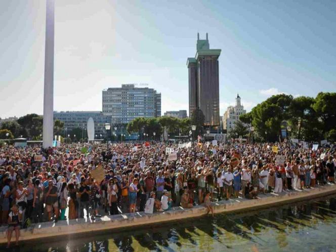 Miguel Bosé sale más listo: organiza marcha y no va