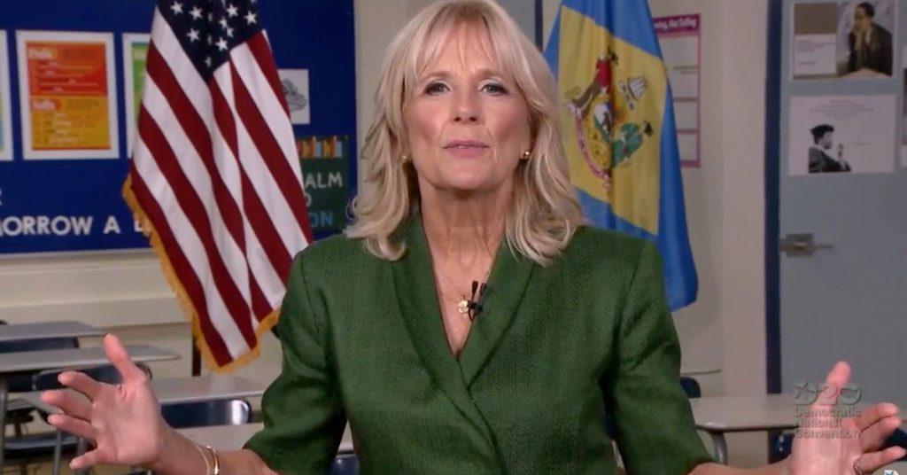 """Convención Nacional Demócrata: Jill Biden recordó la dura historia familiar de su esposo y aseguró que podrá """"reunificar"""" a los estadounidenses."""