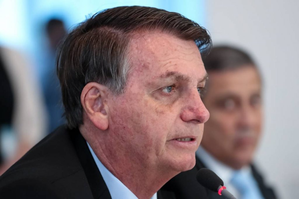 Coronavirus.- Bolsonaro veta el pago de fondos a los trabajadores de salud discapacitados por el coronavirus