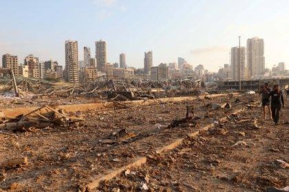Algunos de los silos de trigo en el puerto fueron destruidos (REUTERS / Mohamed Azakir)